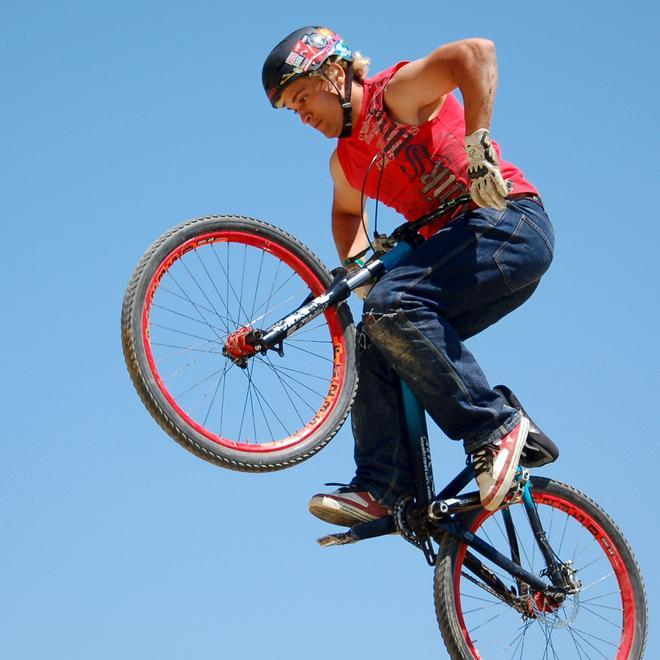 fise 2008   rider de vtt slopestyle en action